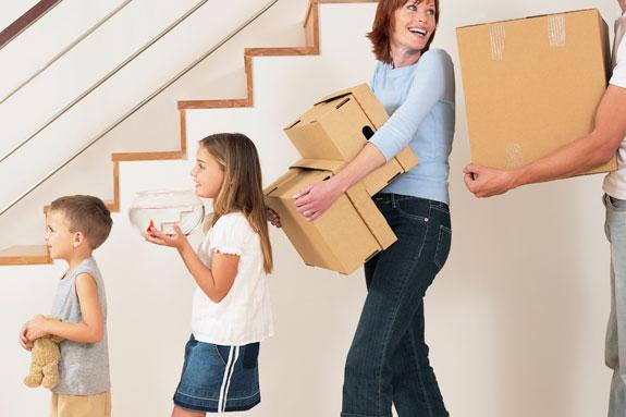 Takarékos költöztetés Pécs - Barátai, vagy rokonai segítségével Ön intézi a csomagolást, pakolást.